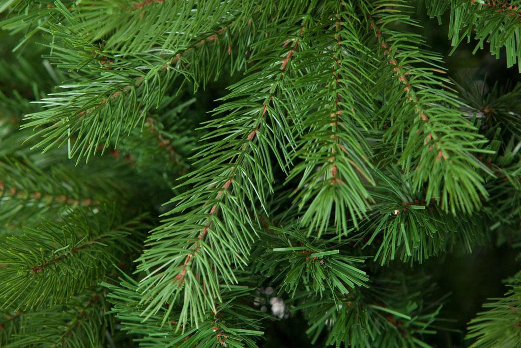 Árbol de Navidad MINSK  Los diferentes grosores de sus hojas de PVC
