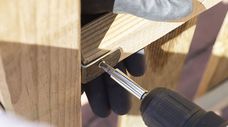colocación valla madera escuadra