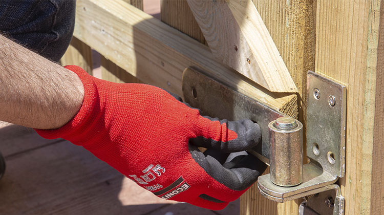 bisagra puerta madera