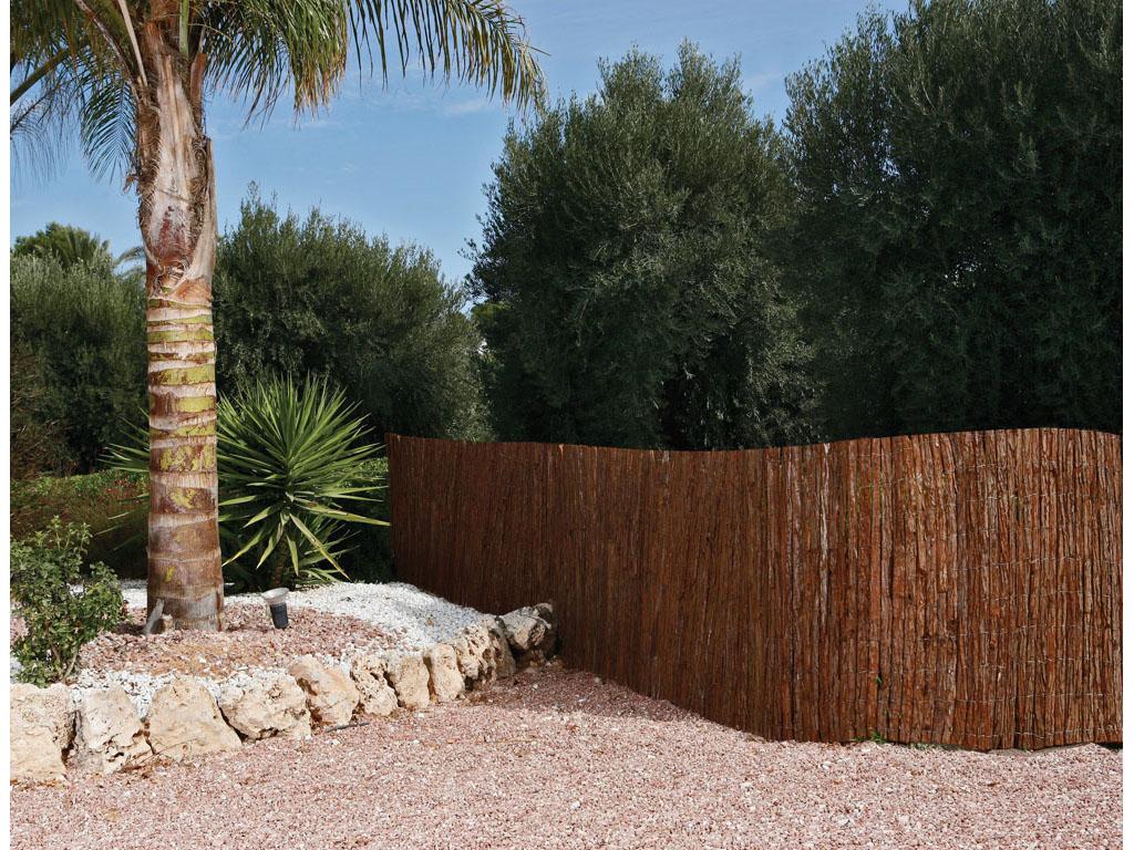 Cerramientos de corteza de pino para jard n catral for Cerramientos de jardines fotos